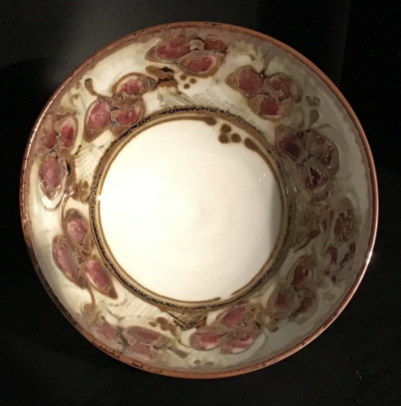 Porcelain berry bowl... AKy. 98? 60d3ac10