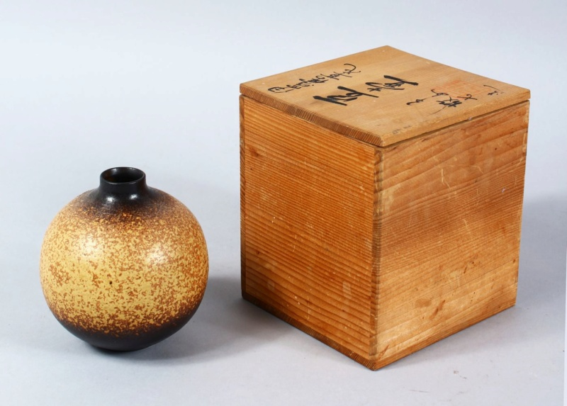Distinctive Sgraffito Decorated pots - Japanese mark A644db10