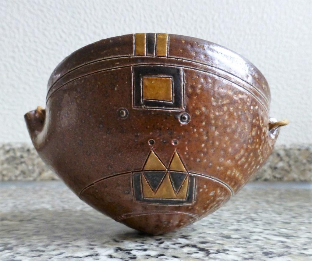Unmarked Aztec Feel Saltglazed bowl thingymabob P1090919