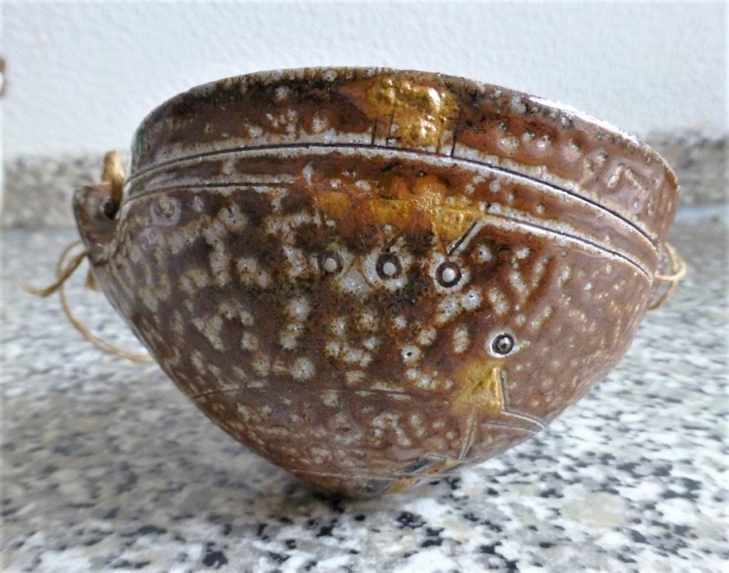 Unmarked Aztec Feel Saltglazed bowl thingymabob P1090923