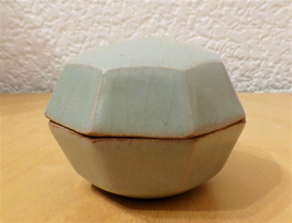 Celadon Lidded Box DB? - probably by Beryl Debney, Yoxford Pottery P1100010