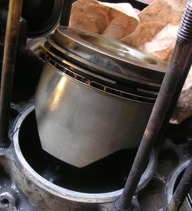 Grosse fuite d'huile par les reniflards > filtre à air  - Page 7 800px-10
