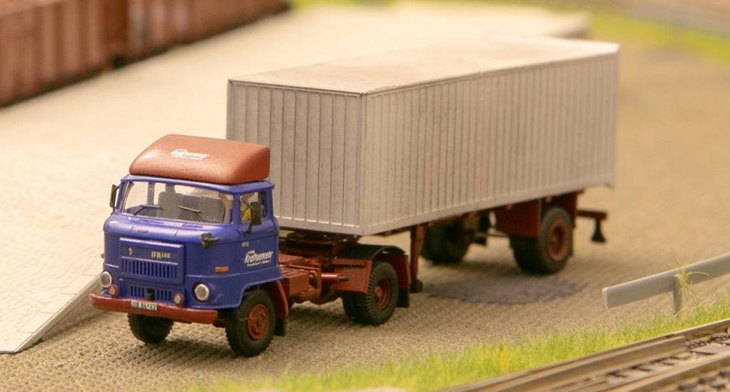 L60 Sattelzugmaschine mit Kofferauflieger Img_7110