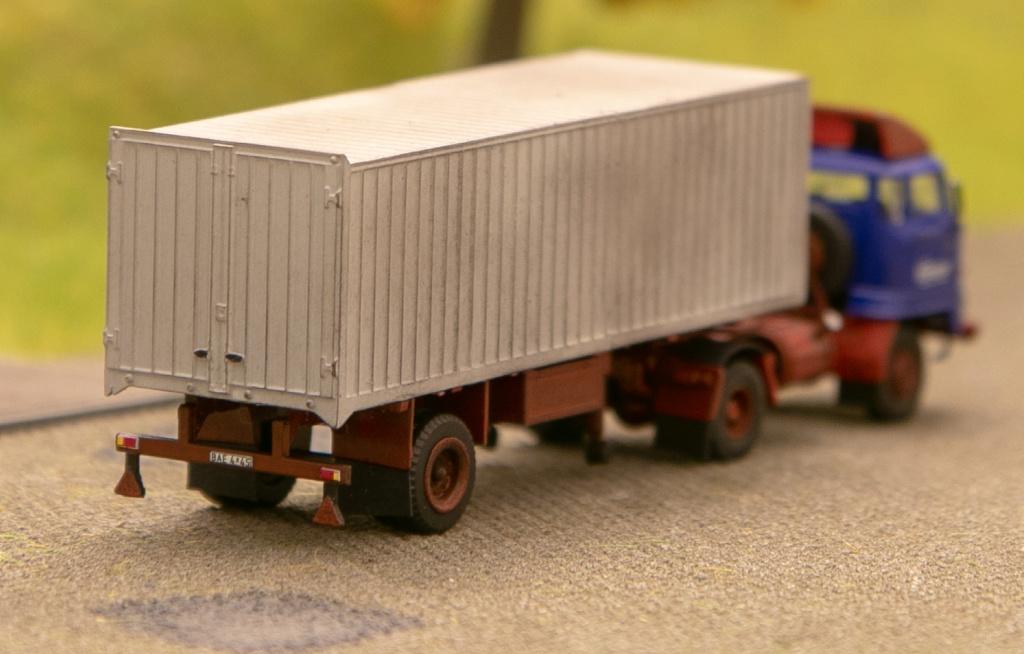 L60 Sattelzugmaschine mit Kofferauflieger Img_7211