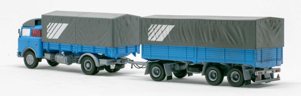 Verschiedene Skoda LIAZ Pritschenzug mit 2 und 3-achs-Anhänger Img_7620