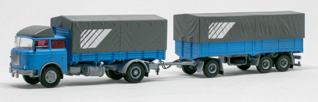 Verschiedene Skoda LIAZ Pritschenzug mit 2 und 3-achs-Anhänger Img_7621