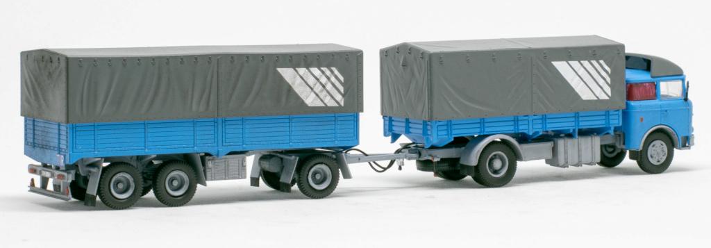 Verschiedene Skoda LIAZ Pritschenzug mit 2 und 3-achs-Anhänger Img_7624
