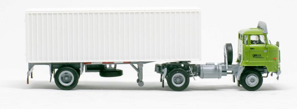 L60 Sattelzugmaschine mit Kofferauflieger Img_7648