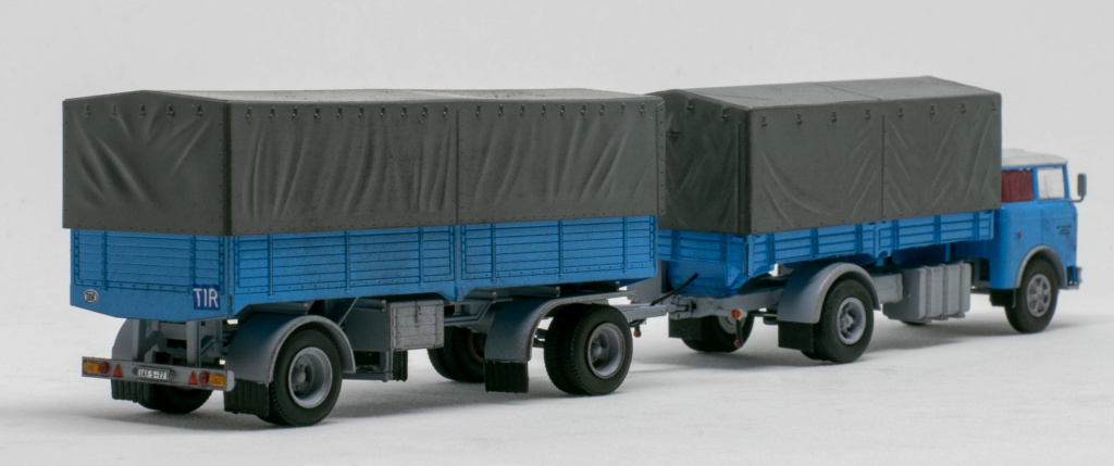 Verschiedene Skoda LIAZ Pritschenzug mit 2 und 3-achs-Anhänger Img_7810