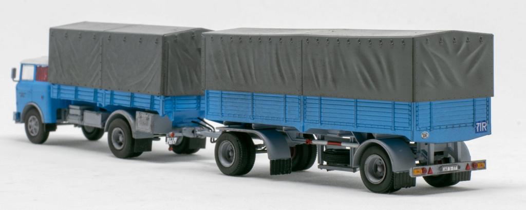 Verschiedene Skoda LIAZ Pritschenzug mit 2 und 3-achs-Anhänger Img_7811