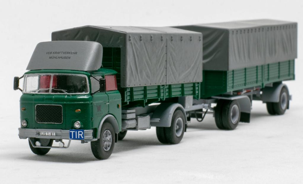 Verschiedene Skoda LIAZ Pritschenzug mit 2 und 3-achs-Anhänger Img_8110