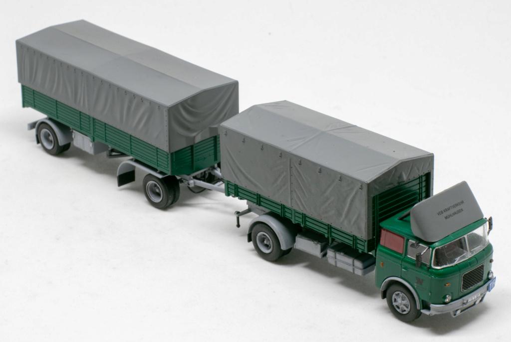 Verschiedene Skoda LIAZ Pritschenzug mit 2 und 3-achs-Anhänger Img_8113