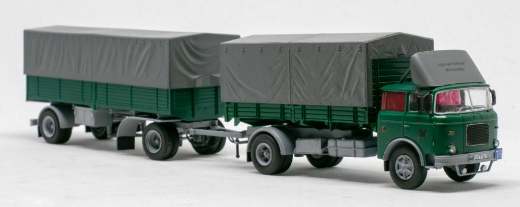 Verschiedene Skoda LIAZ Pritschenzug mit 2 und 3-achs-Anhänger Img_8114