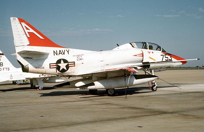Douglas TA-4J Skyhawk - Hasegawa - 1/48 800px-10