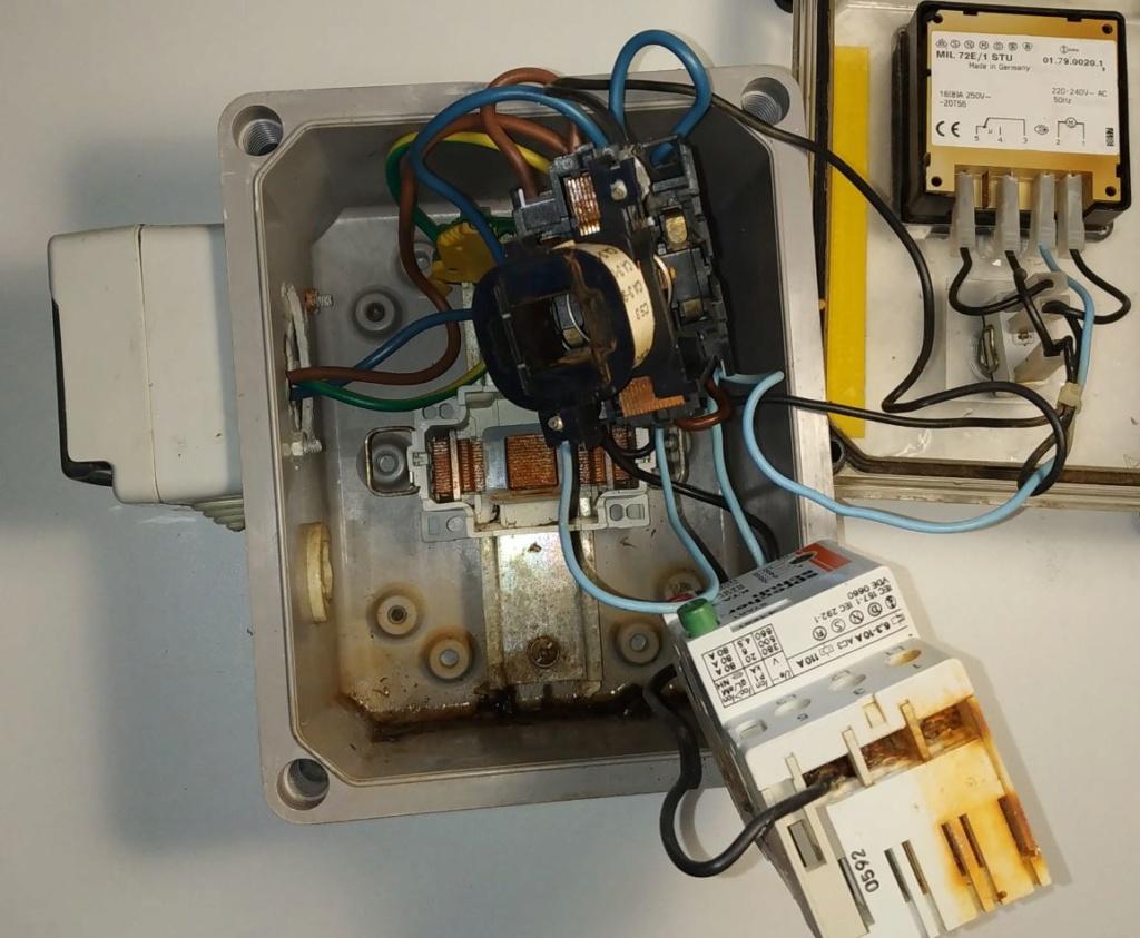 Changer le coffret electrique Escawat Coffre12