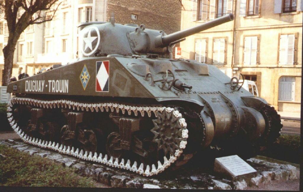 Chars et lieux de mémoire du 2e Cuirassiers 1944/45 04_dij12