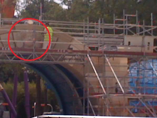 Construction du Dark Ride Ratatouille pour 2014 - Page 3 Gustea10