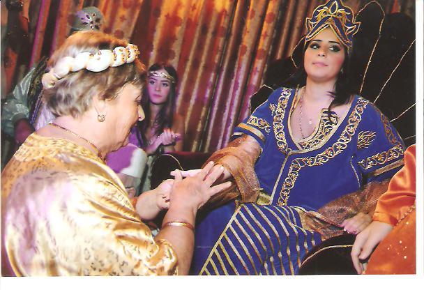 SOIR DU HENNE AVEC  LA KESOUA EL KBIRA (grande robe en arabe) - Page 2 Ossy_410