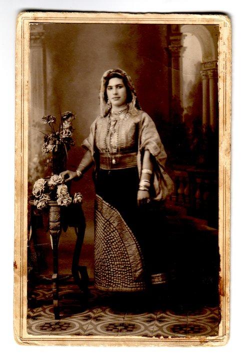 SOIR DU HENNE AVEC  LA KESOUA EL KBIRA (grande robe en arabe) - Page 2 Za10