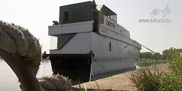 L'ex MSI Herstal reconverti en discothèque flottante ! Bato_p11