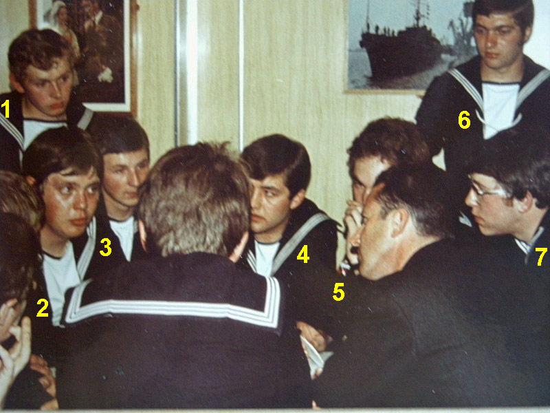 VISITE  de Sa Majesté le roi Baudouin à bord du ZINNIA ,1972 - Page 2 Dscn0010