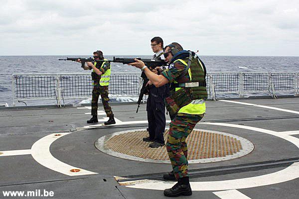 Dossier : le matos du LOMA pour l'action contre les pirates Schiet10