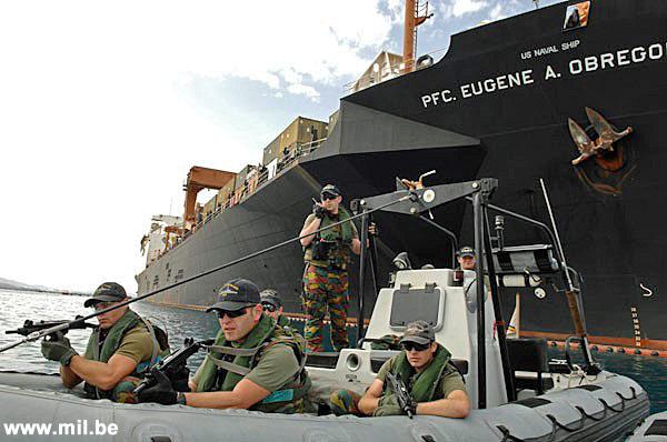 Dossier : le matos du LOMA pour l'action contre les pirates Schiet12