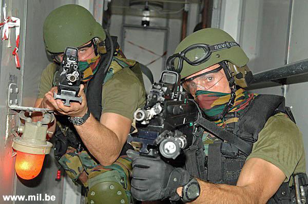 Dossier : le matos du LOMA pour l'action contre les pirates Schiet13