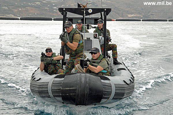 Dossier : le matos du LOMA pour l'action contre les pirates Schiet29