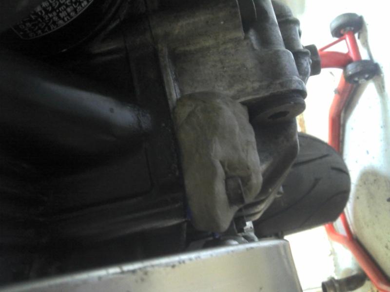fissure sur carter alu !!!!!! 2011-018