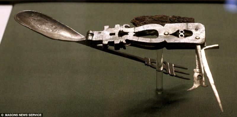 un couteau suisse romain Coutea10