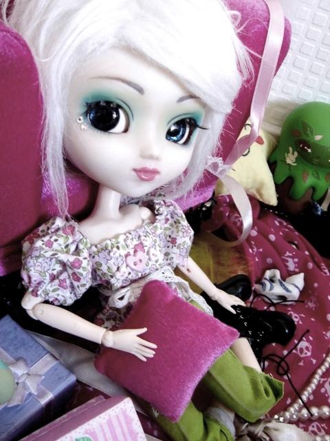 [La boite à poupées de SweetP.] Eryn et Faustine p.2 - Page 2 Dsc08920