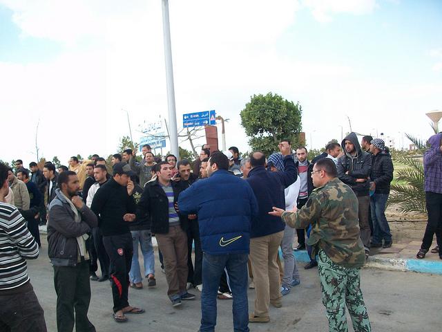 صور المظاهرات امام الشركة القابضة لمياه الشرب بالقنطرة شرق للمطالبة بالتعيين 54306210