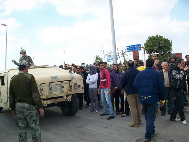 صور المظاهرات امام الشركة القابضة لمياه الشرب بالقنطرة شرق للمطالبة بالتعيين 54306211