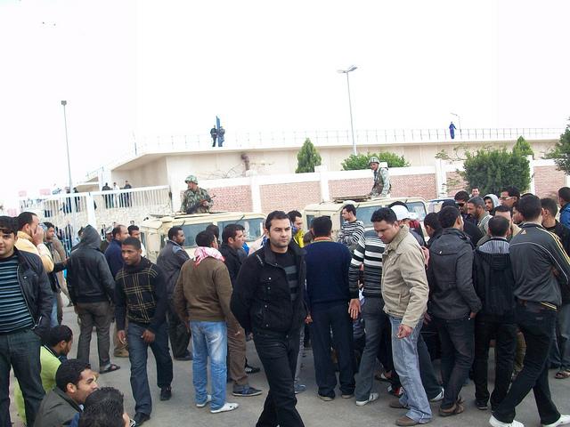 صور المظاهرات امام الشركة القابضة لمياه الشرب بالقنطرة شرق للمطالبة بالتعيين 54306310