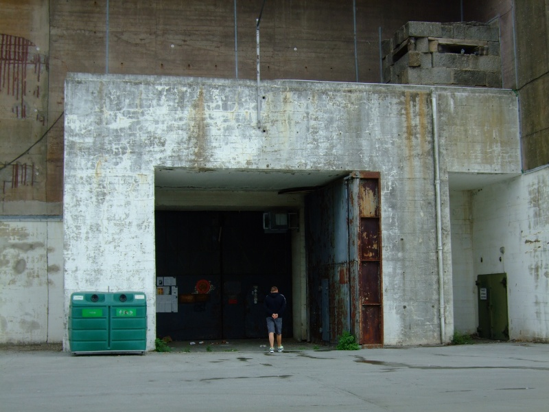 A visit to the U-Boat pens at Lorient 02810