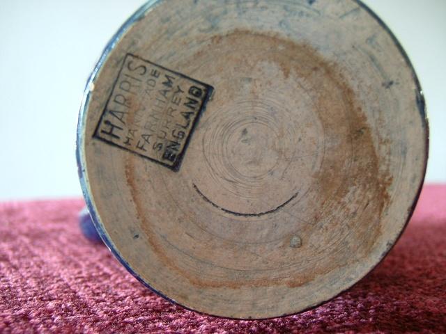 Farnham Pottery (Surrey) 00513
