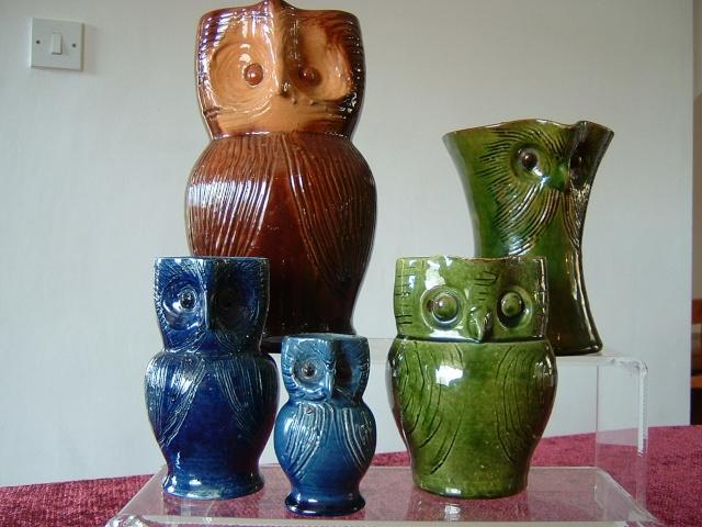 Farnham Pottery (Surrey) 00915