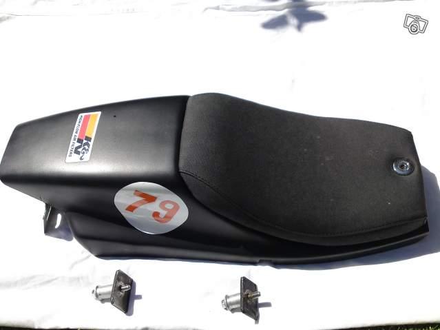 Racer 600 mono,mais non,finalement street tracker... - Page 3 85709610