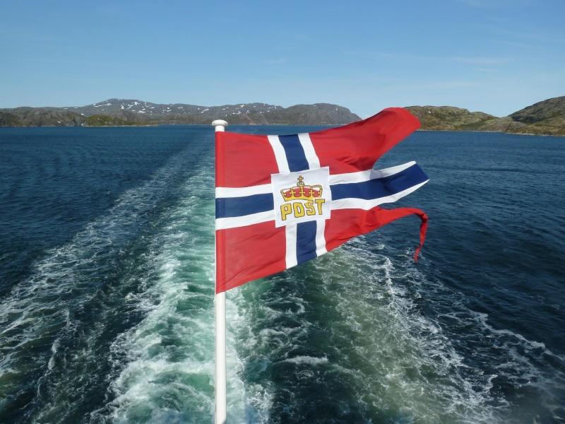 Norvège - croisière au nord - juin 2011 - Page 2 Kirken11