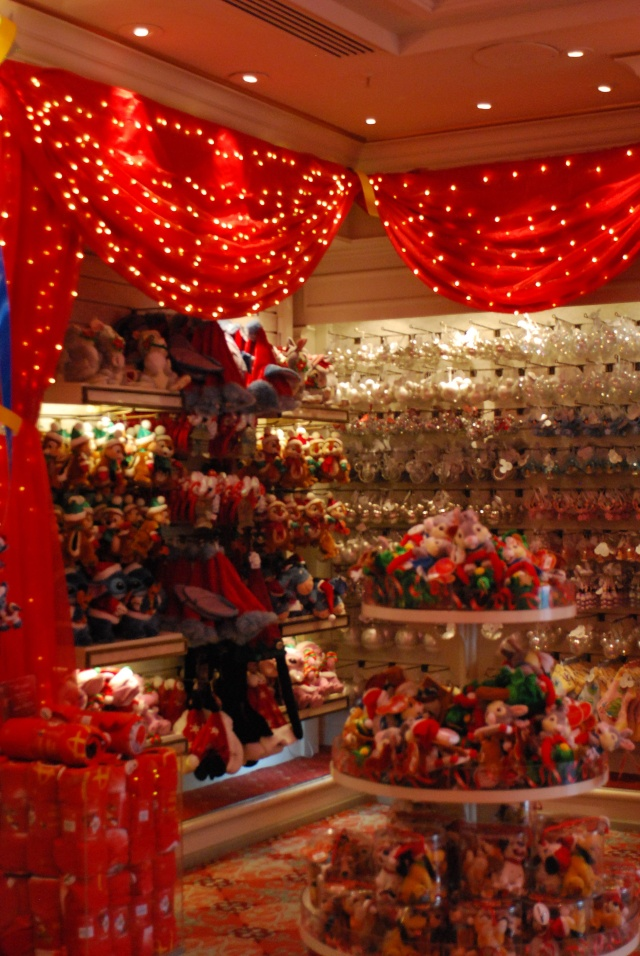 Noel 2010 dans les boutiques de Disney Land Paris. Dsc_0017