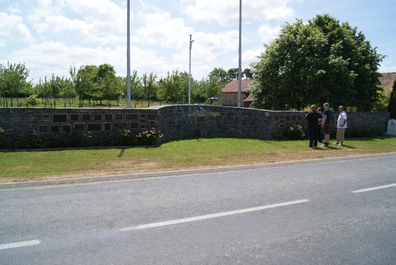 Monument WW2 - St-Clair-sur-Elle ( Normandie ) Dsc06216