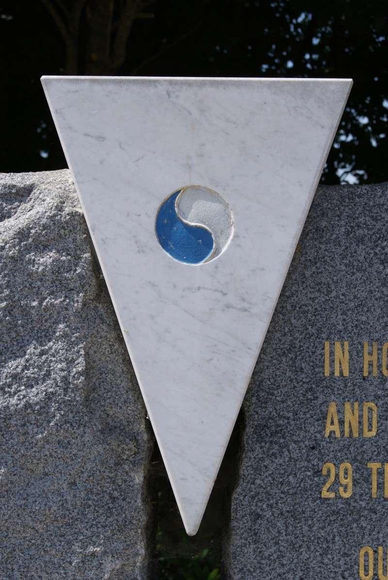 Monument WW2 - St-Clair-sur-Elle ( Normandie ) Dsc06221