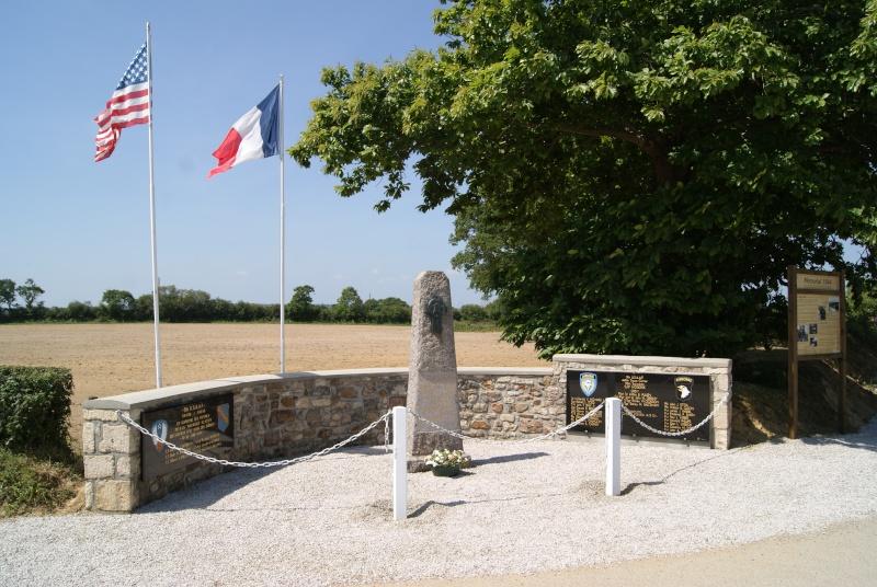 Monument WW2 - Magneville ( Normandie ) Dsc06416