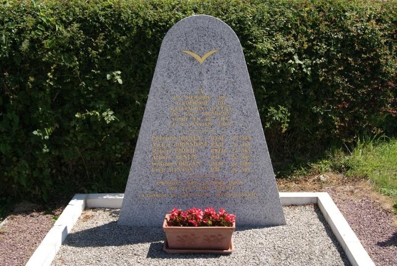 Monument WW2 - Goleville ( Normandie ) Dsc06419