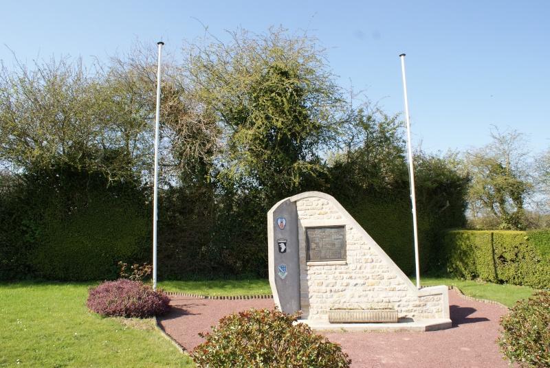 Monuments WW2 - Beuzeville-au-Plain - Stèle USAAF & 101nd AB. Jeepy_43