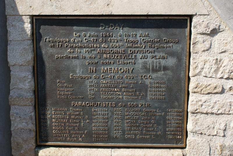 Monuments WW2 - Beuzeville-au-Plain - Stèle USAAF & 101nd AB. Jeepy_44