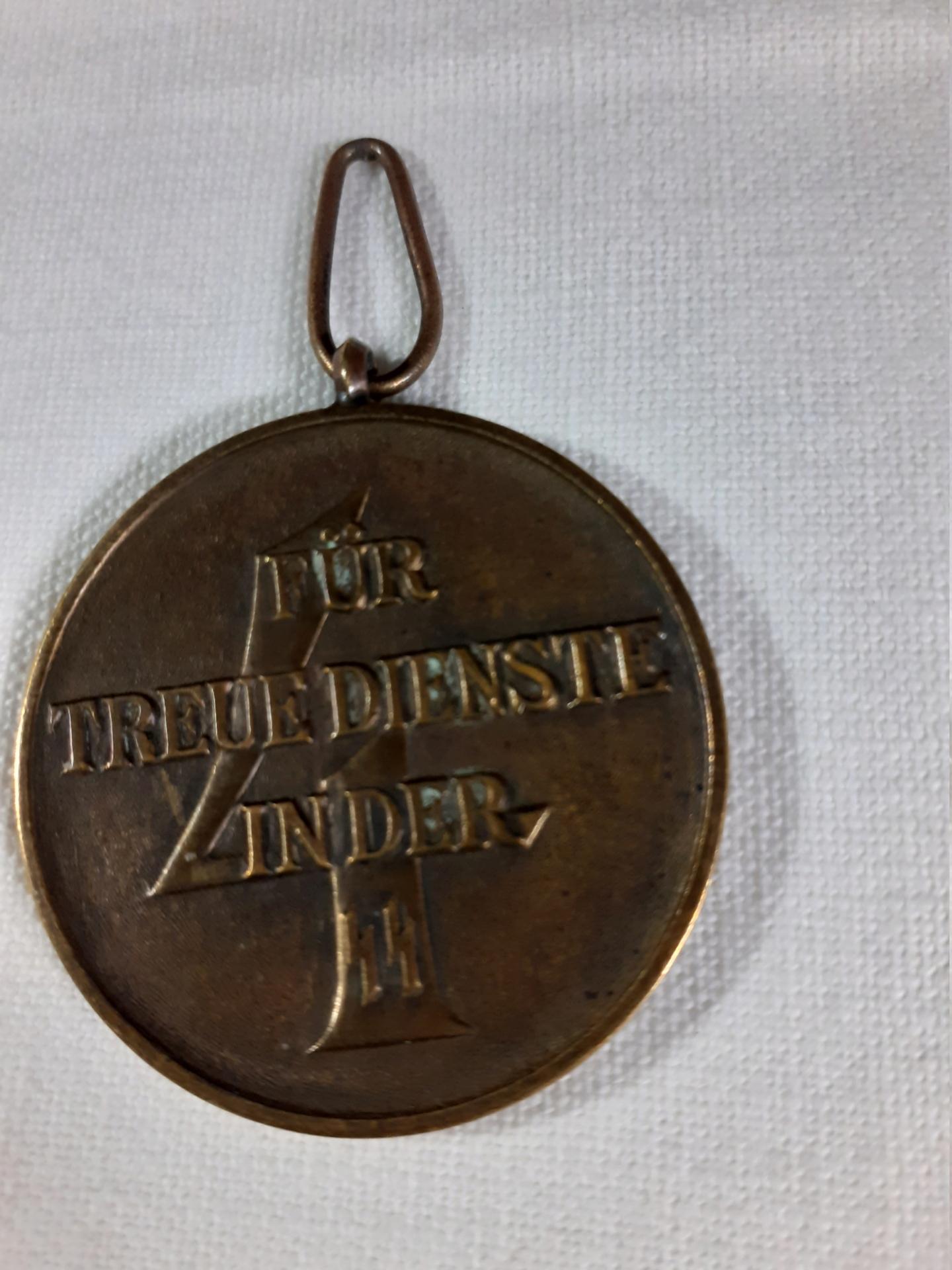 Médaille 4 ans de services dans la SS? 20210815