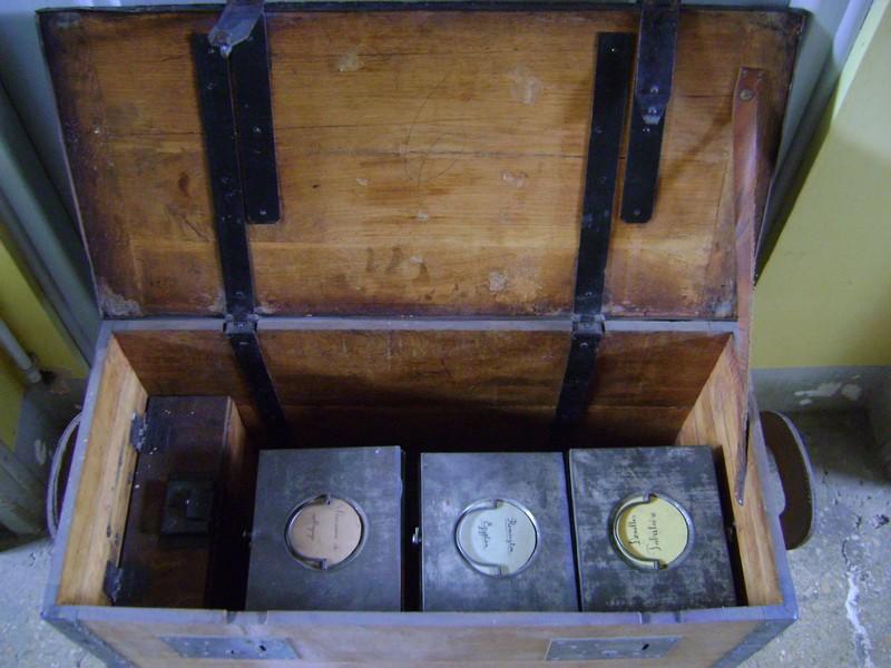 Cantine à vivres et caisse de fonds 1885. Dsc03450
