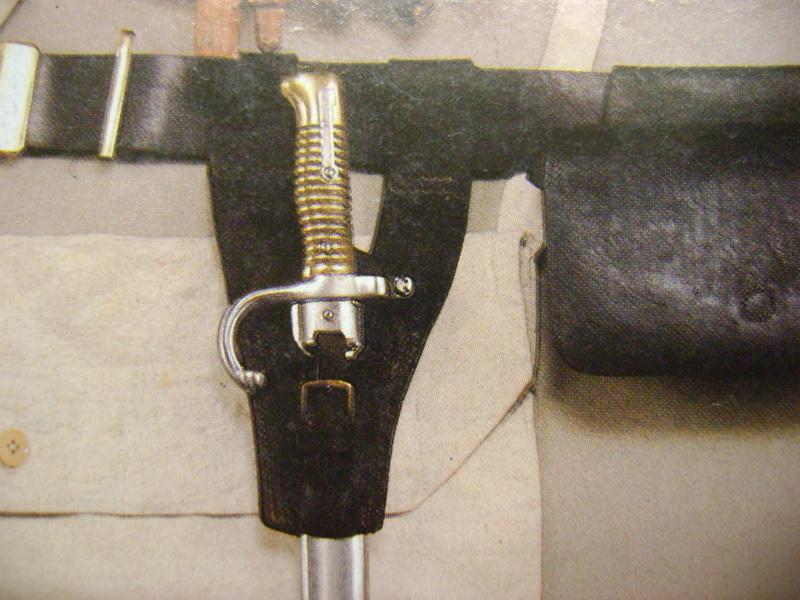 Gousset cuir noir Baionnette lebel Dsc03746